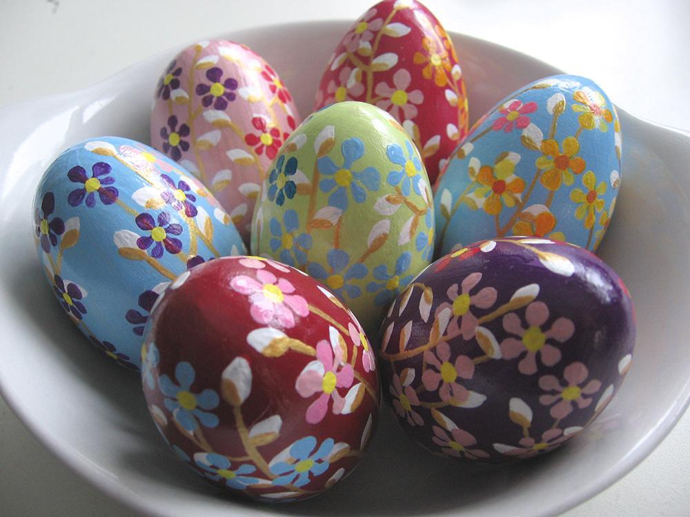 Яйца пасхальные покрасить