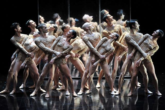 Сцена из балета Magifique