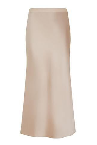 6d5c29b3a29 Также атласная юбка нейтрального цвета может стать частью вечернего образа   в таком случае носите ее с жакетом