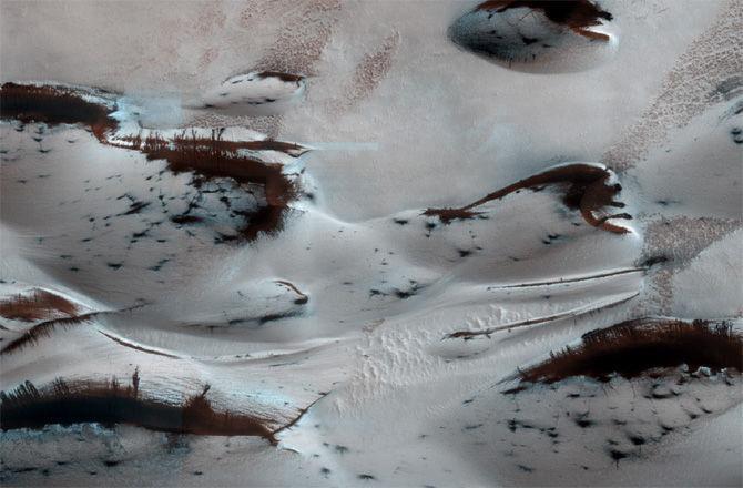 Весна в северном полушарии Марса: таяние льдов