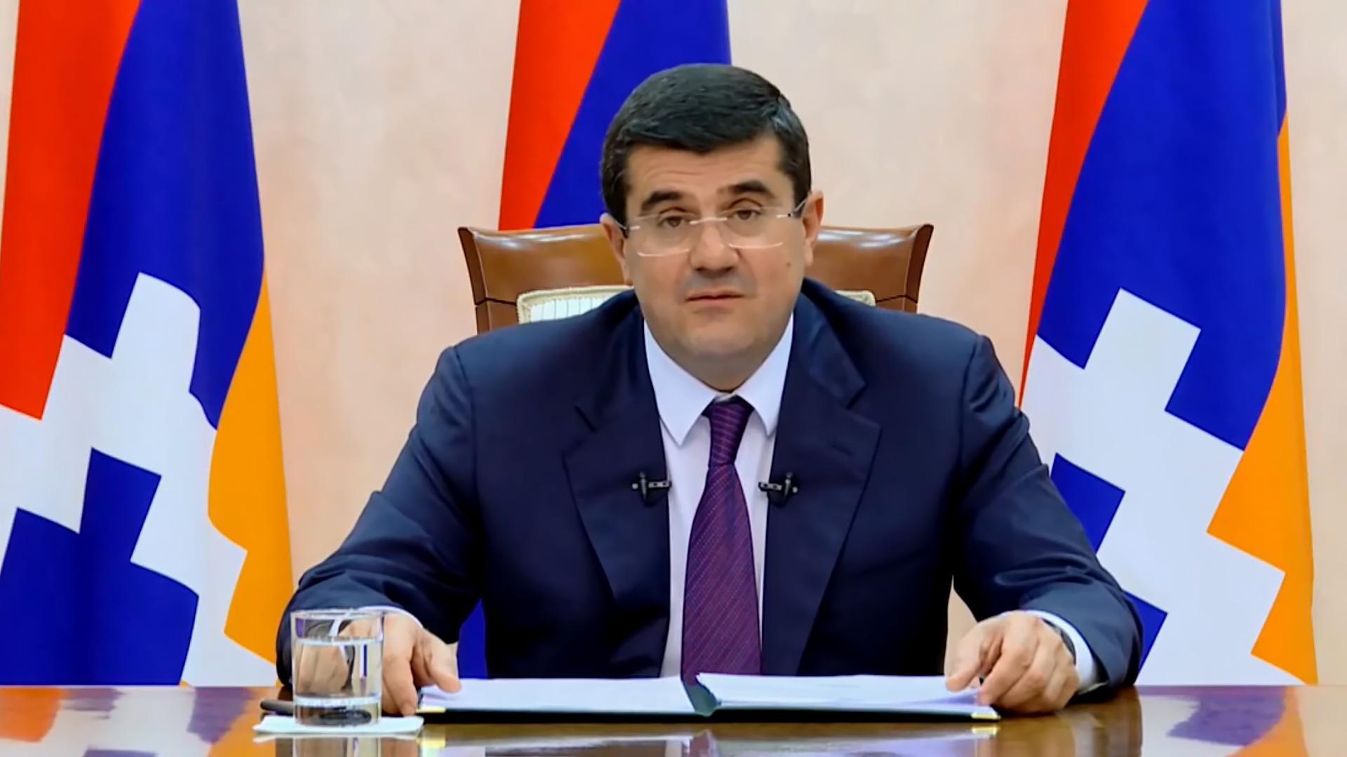 Арутюнян призвал Азербайджан покинуть населенные пункты НКР во избежание жертв среди мирного населения