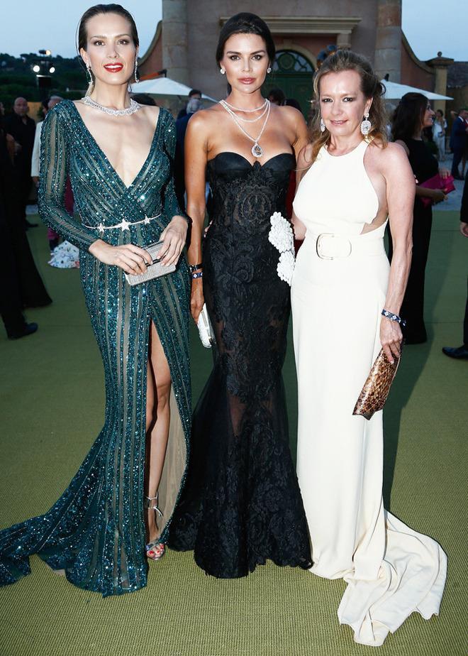 Петра Немкова, гостья вечера и Каролина Шойфеле, чья ювелирная марка Chopard стала партнером вечера